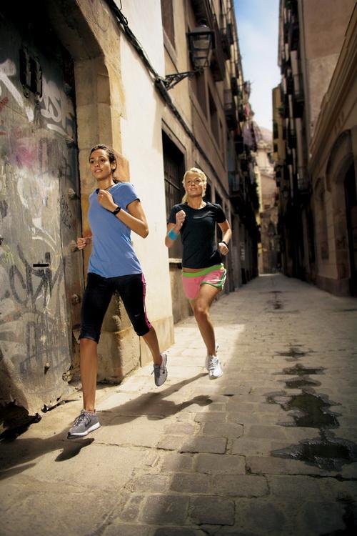 Bieganie w towarzystwie przyjaciela. Fot. Nike