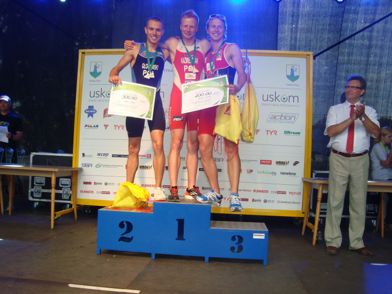 Mateusz Kaźmierczak w triathlonie w Suszu. Na najwyższym stopniu podium!
