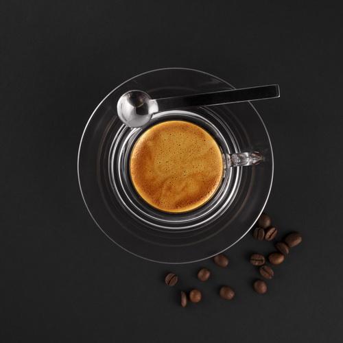 Kofeina - dodaje energii, przyspiesza regenerację biegacza. Fot. istockphoto.com