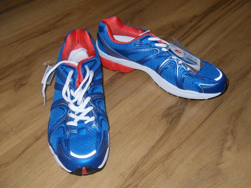 805e32255057a A raczej, czy można znaleźć but tani, który pozwoli bieganie uprawiać w  sposób satysfakcjonujący i bezpieczny dla biegacza? Tego rodzaju obuwie  proponuje ...