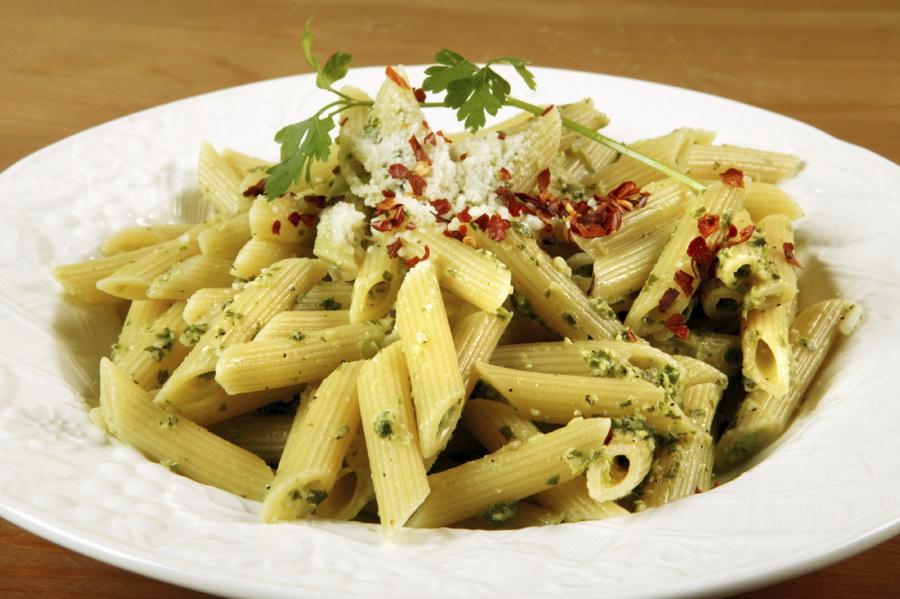 Pesto - świetny dodatek do makaronu dla biegacza. Fot. Istockphoto.com