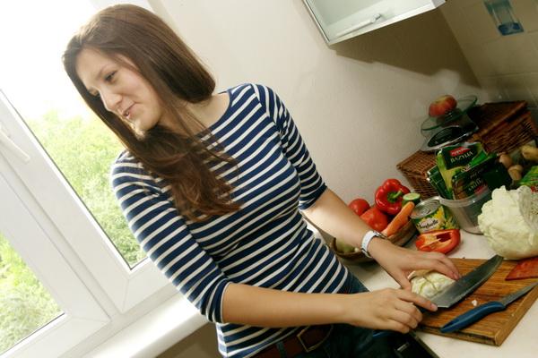 Iulia Ganiieva - ukraińska biegaczka gotuje barszcz ukraiński