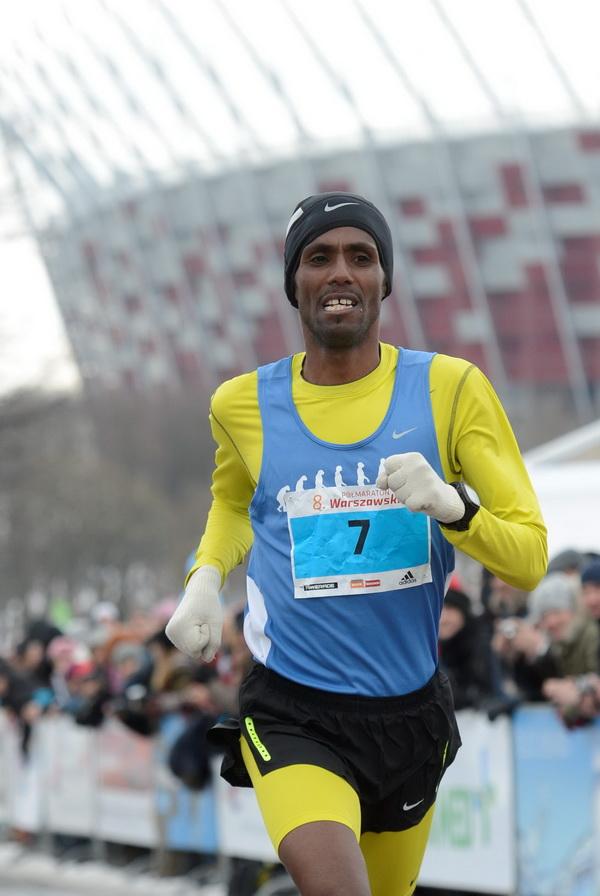 Yared Shegumo na 8. Półmaratonie Warszawskim. Fot. PAP