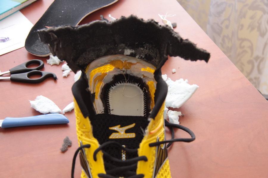Zapiętek w butach biegowych - w większości sytuacji rzecz zbędna, a mogąca czynić szkody. Fot. Michał Jarosz