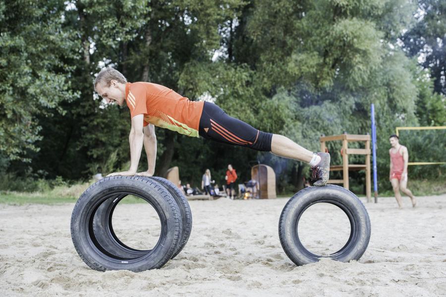 Boot Camp - pompki na oponach Fot Piotr Dymus