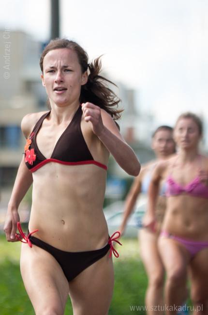 Najszybszy dzień na ziemi - bieg w bikini. Fot. Andrzej Chomczyk