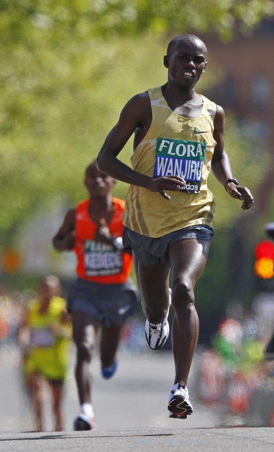 Samuel Wanjiru of Kenya on his way to win the men's elite group in the 2009 London Marathon. Fot. Reuters