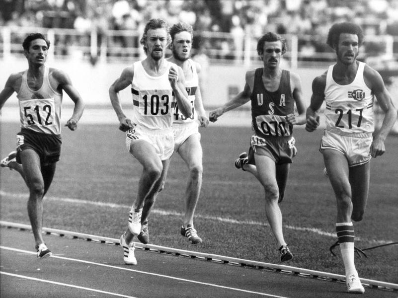 Ivo van Damme w białej koszulce z numerem 103. Bieg na 800 metrów na Igrzyskach Olimpijskich w 1976 roku w Montrealu. Fot. Forum