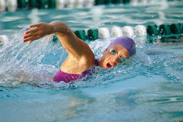Pływanie, ułożenie dłoni