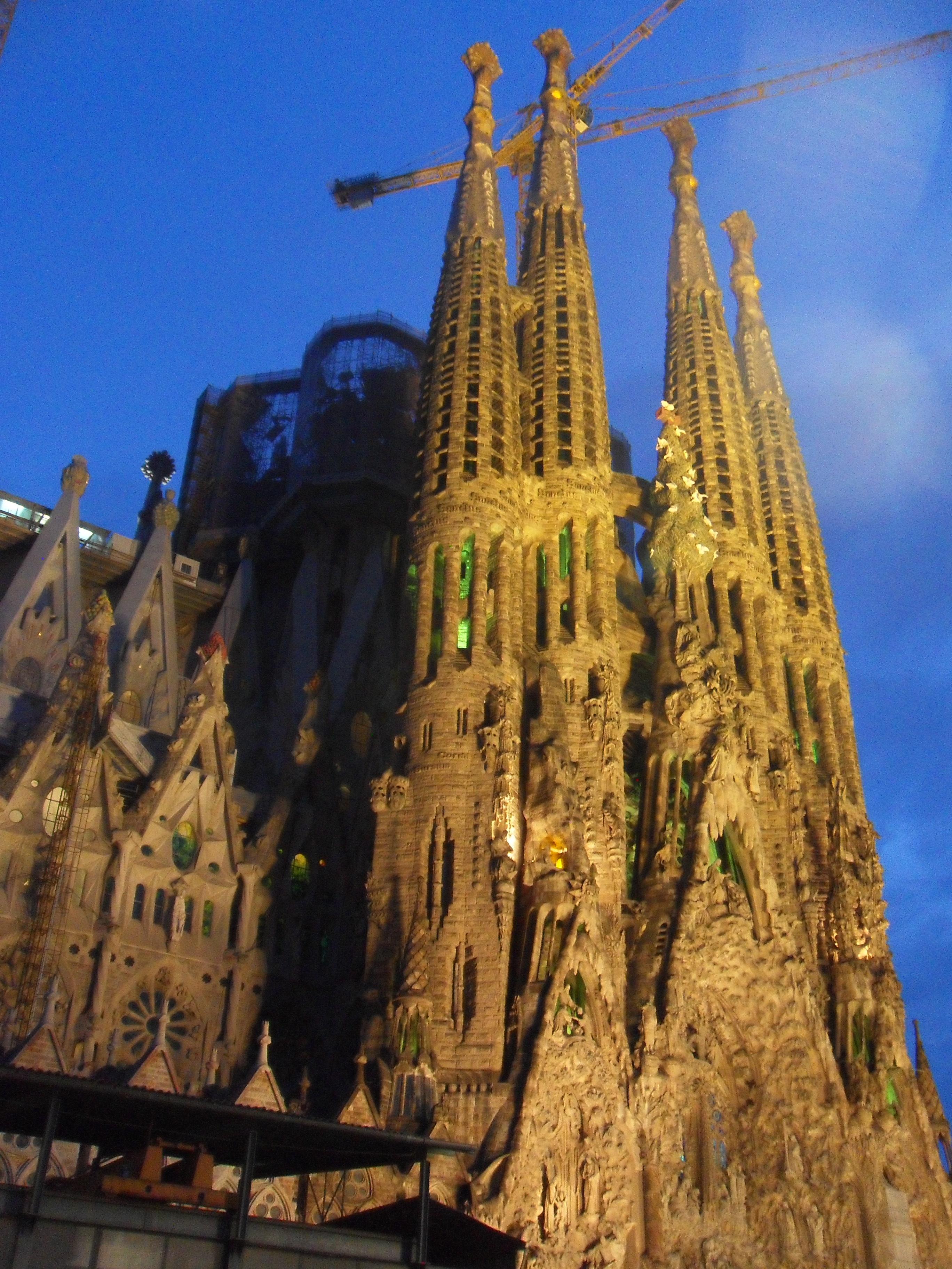 Sagrada Familia o zmierzchu