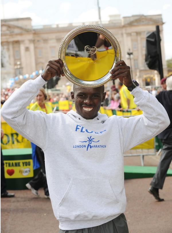 Sammy Wanjiru na maratonie w Londynie w 2009. Fot. Action Images