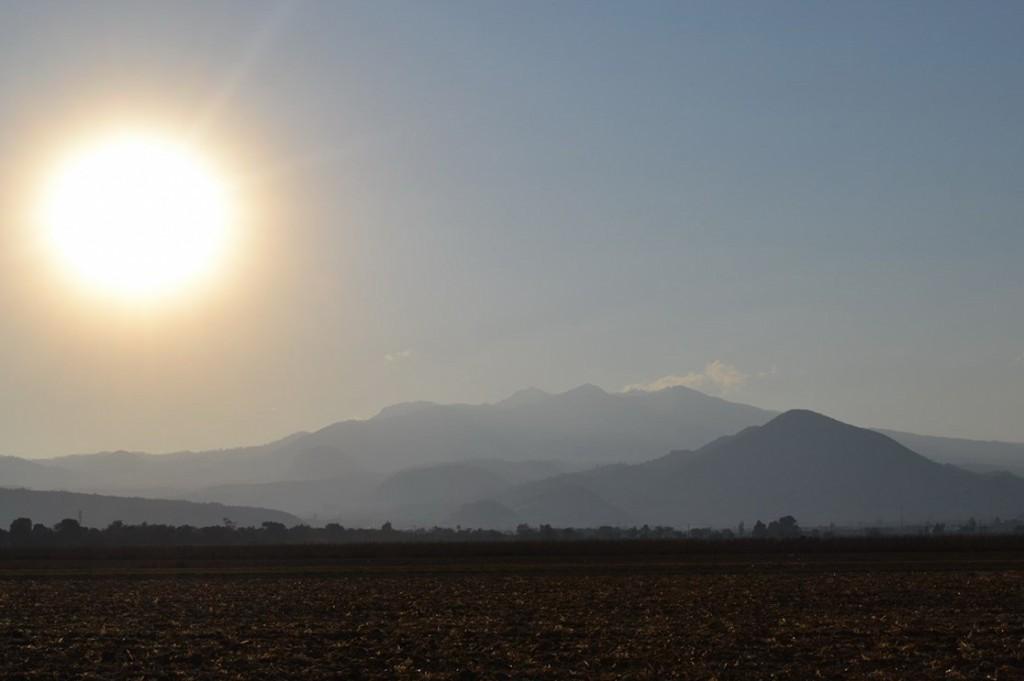 Dominika i Karol Nowakowscy na obozie wysokogórskim w Meksyku. Zachód słońca - widok na wulkan Nevado de Toluca. Fot. Karol Nowakowski