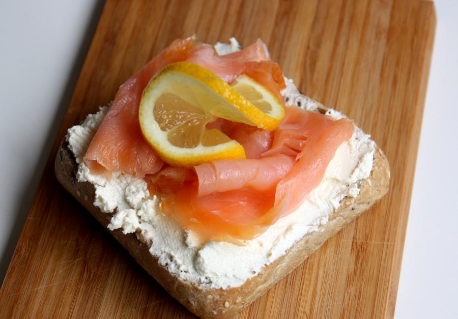 kanapka z łososiem i chrzanem fot. Marta Szewczuk