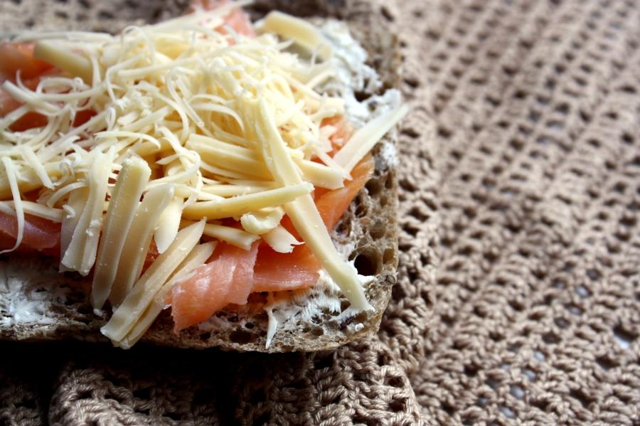 kanapka z łososiem i serem fot. Marta Szewczuk