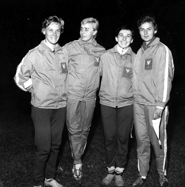 Teresa Ciepły, Barbara Sobotta, Elżbieta Szyroka, Halina Górecka - polska sztafeta 4 x 100, Warszawa 1962. Fot. PAP