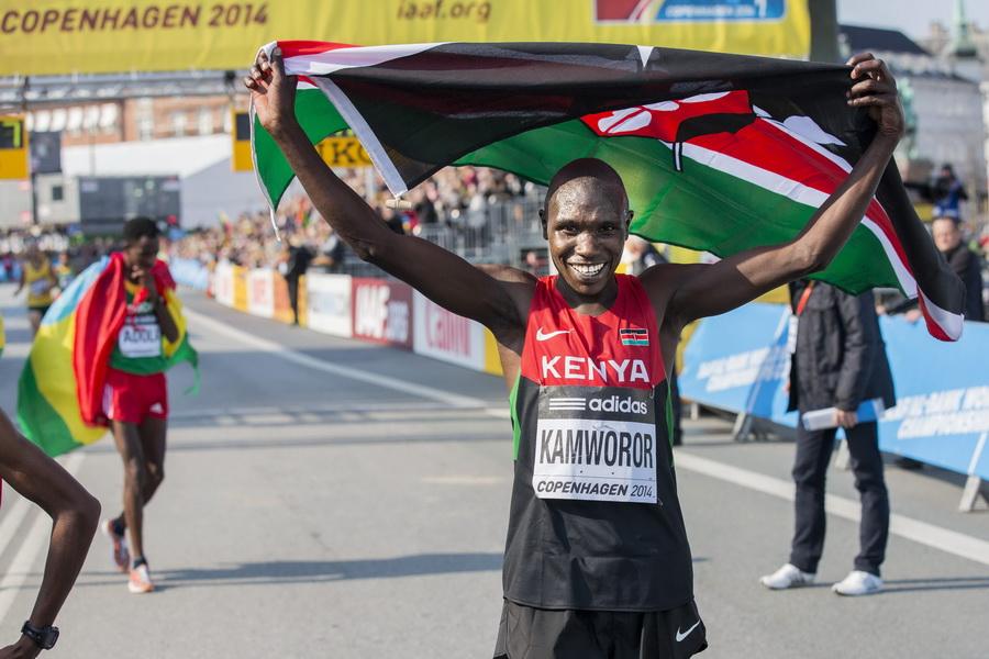 Mistrzostwa Świata w Półmaratonie, Kopenhaga 29 marca 2014, Geoffrey Kipsang Kamworor świętuje zwycięstwo. Fot. PAP