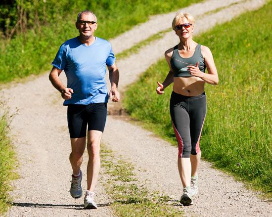 Biegacze w starszym wieku. Fot. istockphoto.com
