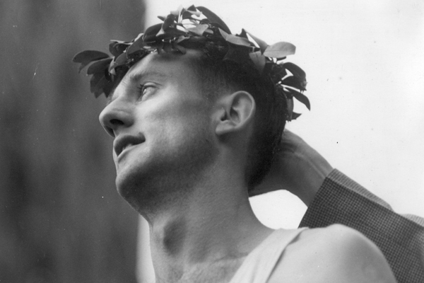 John Kelley - zwycięzca w 1935 roku, jedna z legend maratonu bostońskiego. Między 1934 a 1950 rokiem 15 razy kończył bieg w pierwszej piątce, regularnie biegając poniżej 2:30. Fot. www.BAA.org
