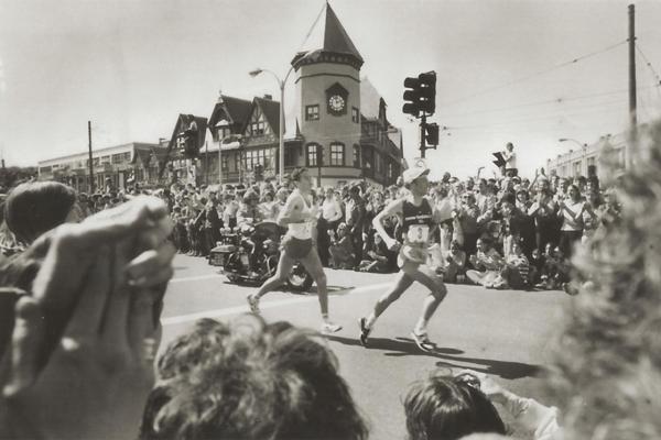 1982 - Alberto Salazar i Dick Beardsley w Bostonie. Pojedynek w słońcu. Fot. www.BAA.org