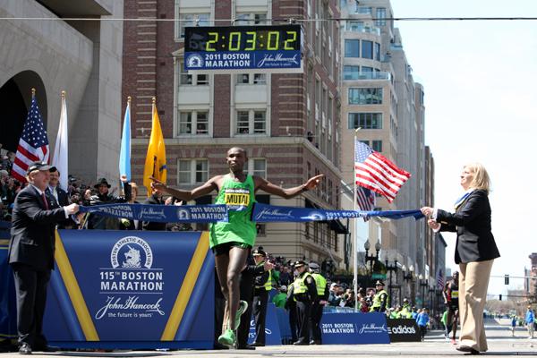 2011 - Geoffrey Mutai pobiegł maraton w 2:03:02, pokonując dystans najszybciej w historii. Fot. www.BAA.org