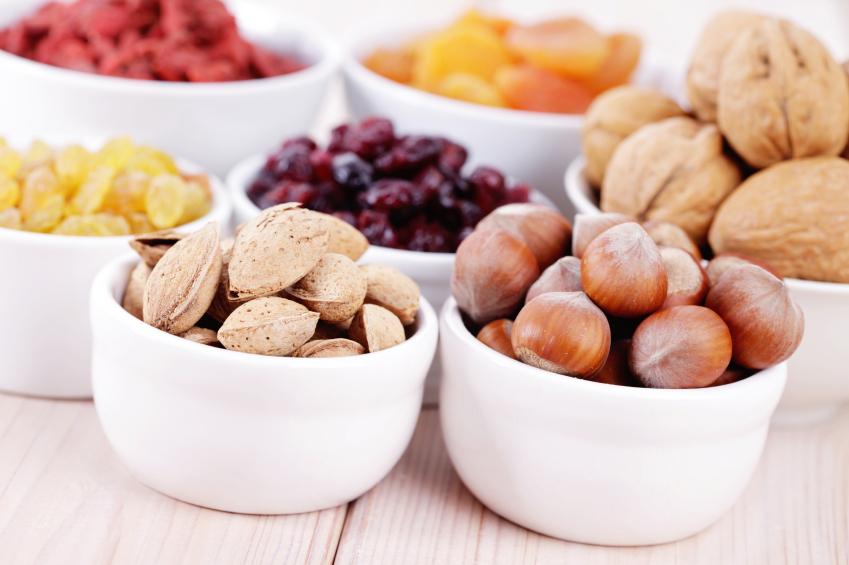 Orzechy, suszone owoce - przekąski dla biegaczy. Fot. istockphoto.com