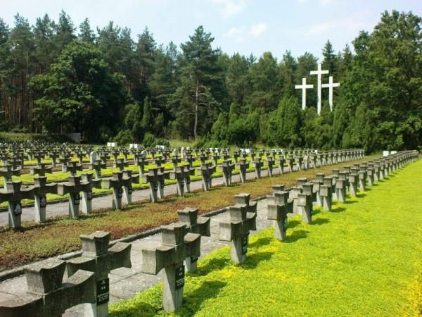 Cmentarz Palmiry Fot. poland.travel