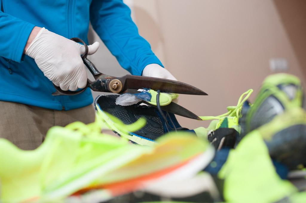 Cięcie butów biegowych. Fot. Piotr Dymus