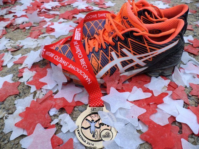 ASICS Gel Kinsei 5 z medalem Orlen Warsaw Marathon. Fot. Witalis Borowski