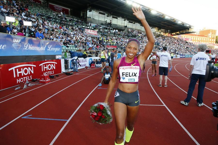 Allyson Felix świętuje zwycięstwo na 200 m podczas Diamentowej Ligi w Oslo. 11 czerwca 2014. Fot. PAP