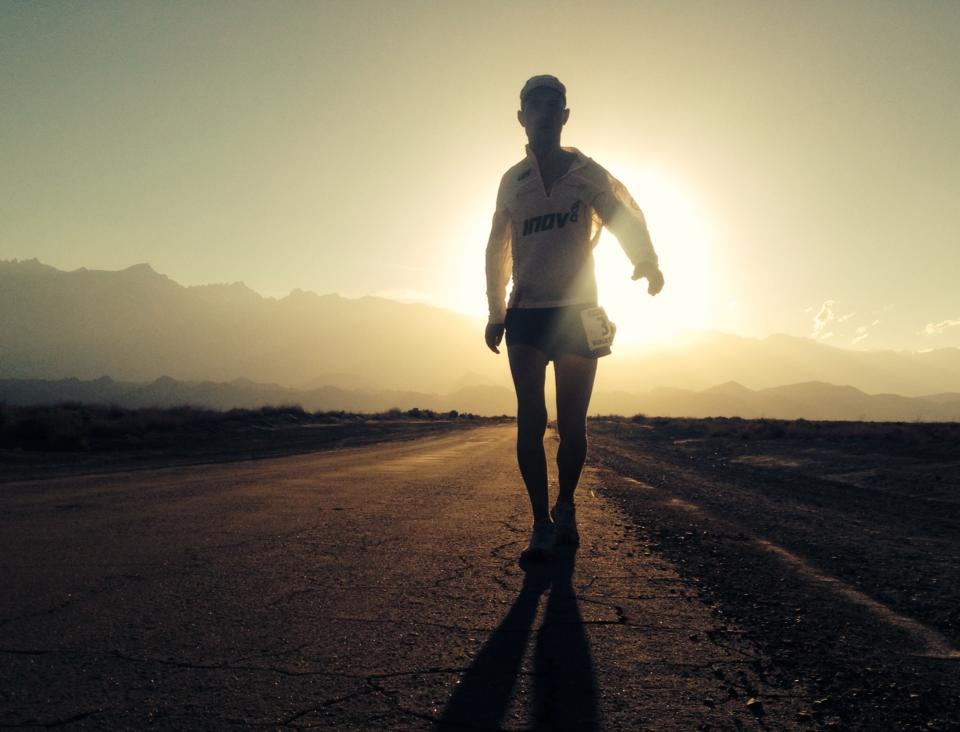 Darek Strychalski na Badwater Ultramarathon 21 lipca 2014 roku. Fot. Archiwum Facebook Zwycięzca/ The Winner