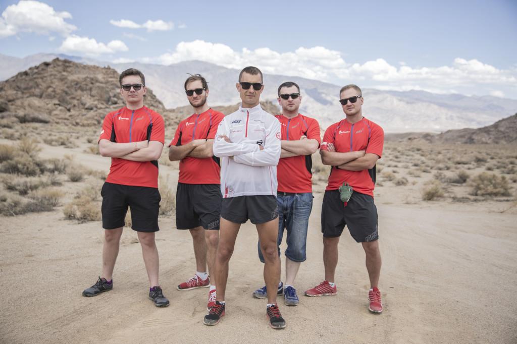 Darek Strychalski ze swoją ekipą supportującą przed Badwater Ultramarathon. Fot. Badwater.pl