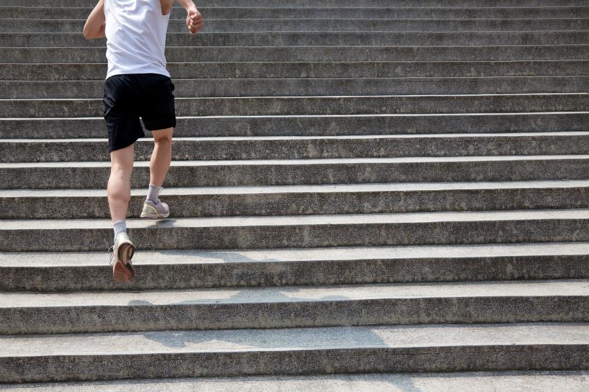 running man on stairs; bieganie po schodach; fot. istockphoto.com