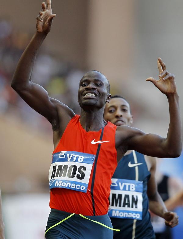 Nijel Amos zwycięża w biegu na 800 metrów podczas Diamentowej Ligi w Monaco. 18 lipca 2014. Fot. Sebastien Nogier/ PAP