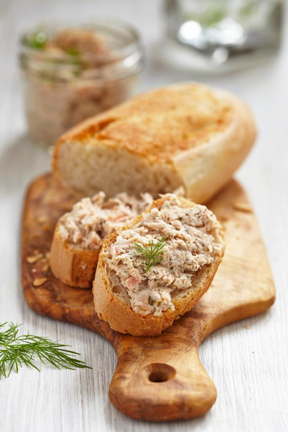 Pasta do kanapek, z tuńczykiem. Fot. Istockphoto.com
