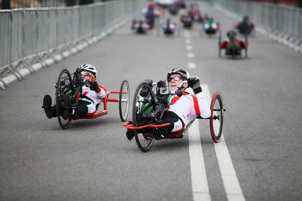 handbike na trasie Maratonu Warszawskiego 2013 fot. Mariusz Ciszewski