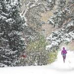 Boulder w śniegu. Fot. Krzysztof Dołęgowski