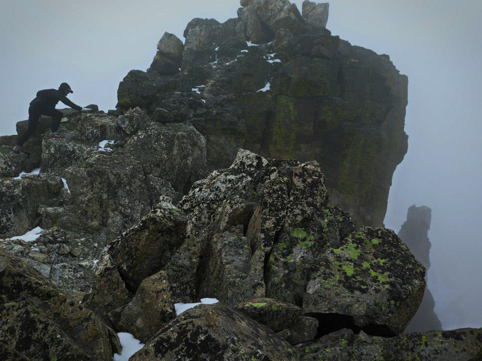 Krzysiek gramoli się na szczyt Shoshoni Peak. Fot. Magda Ostrowska-Dołęgowska