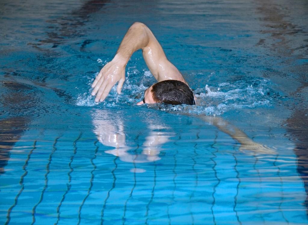 pływanie basen fot. istockphoto