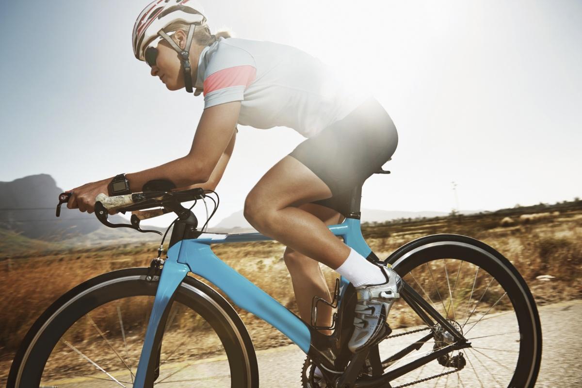 kolarz na rowerze1 fot. istockphoto