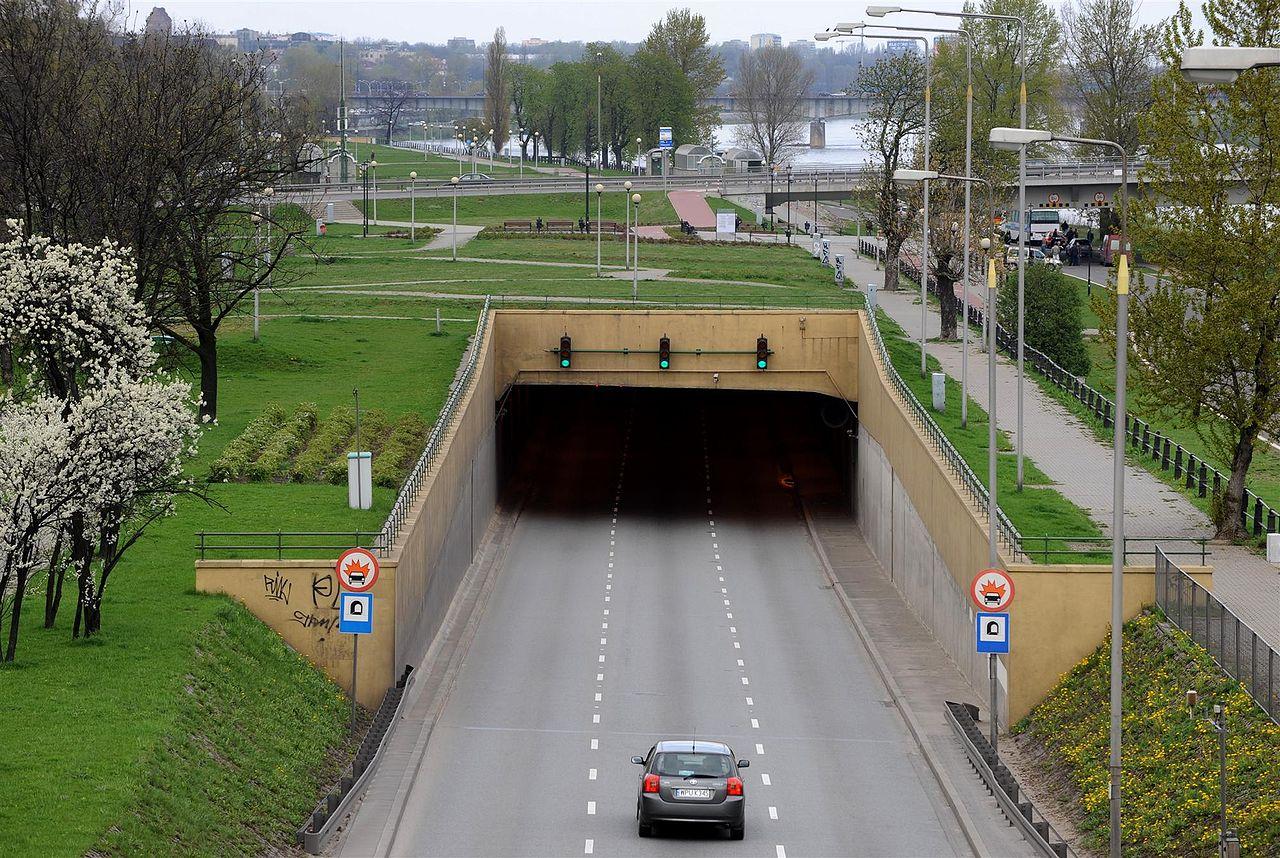 """""""Tunel Wislostrady 2"""" autorstwa Cezary Piwowarski - Praca własna. Licencja GFDL na podstawie Wikimedia Commons - http://commons.wikimedia.org/wiki/File:Tunel_Wislostrady_2.JPG#/media/File:Tunel_Wislostrady_2.JPG"""