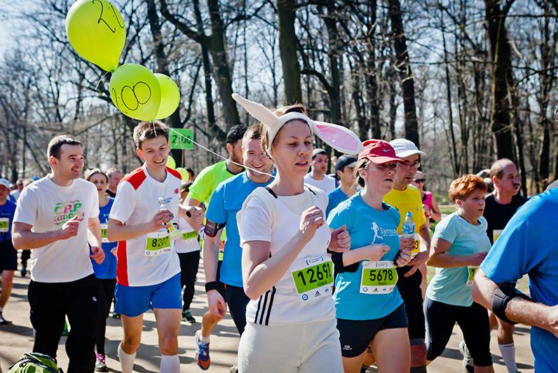 Półmaraton Warszawski 2014. Zając, pacemaker. Fot. Sportografia
