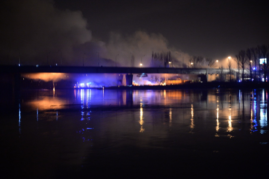 Płonąca konstrukcja mostu