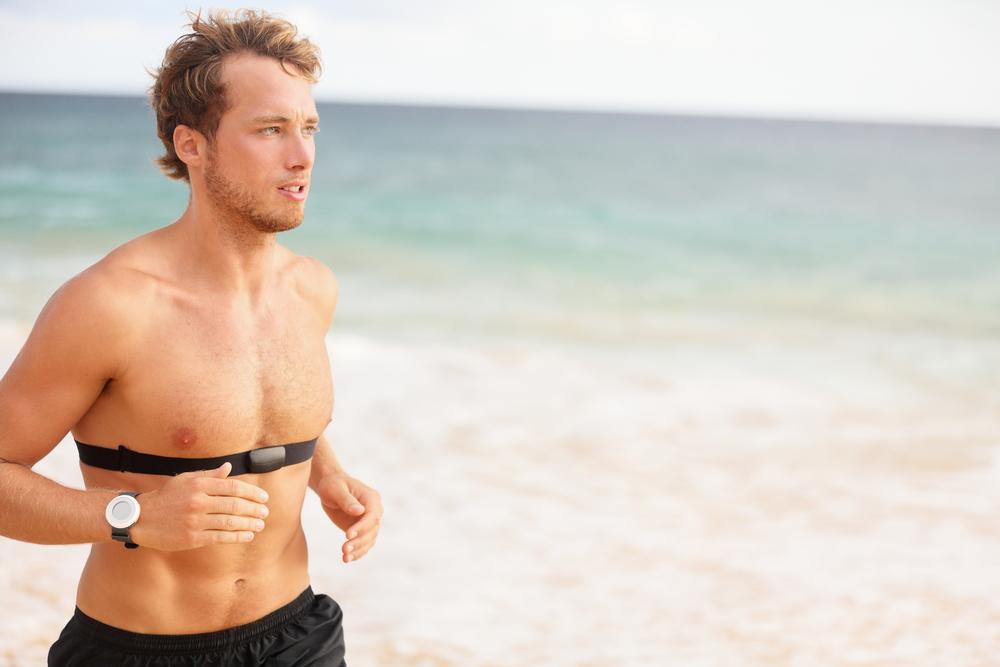biegacz z pulsometrem
