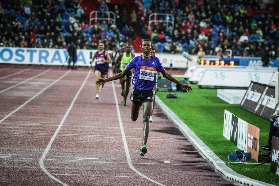 Gebremeskel zwycięża w biegu na 5000 m. Fot. Aleksandra Szmigiel-Wiśniewska