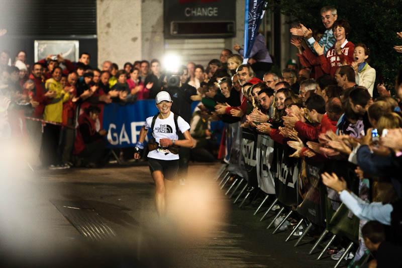 Lizzy Hawker zwycięża po raz kolejny w UTMB. Fot. The North Face Damiano Levati