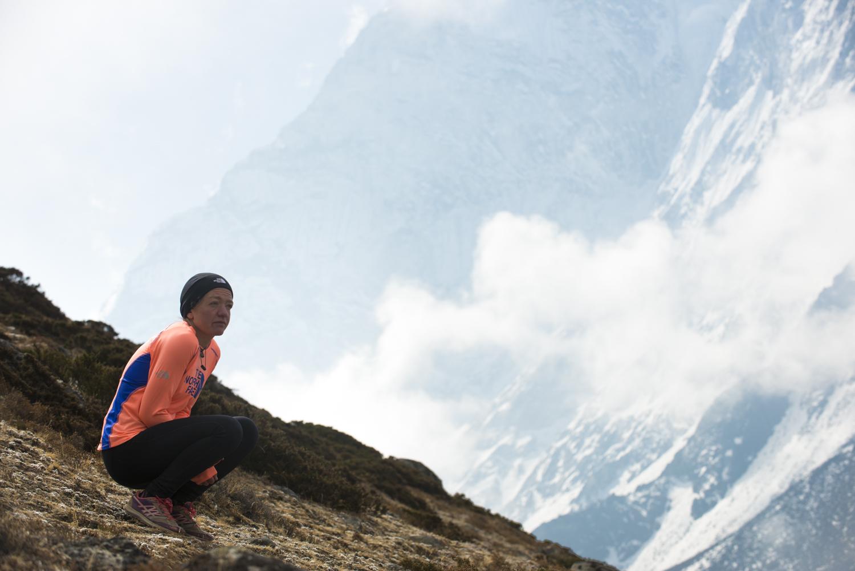 Lizzy Hawker w Nepalu. Fot. Alex Treadway