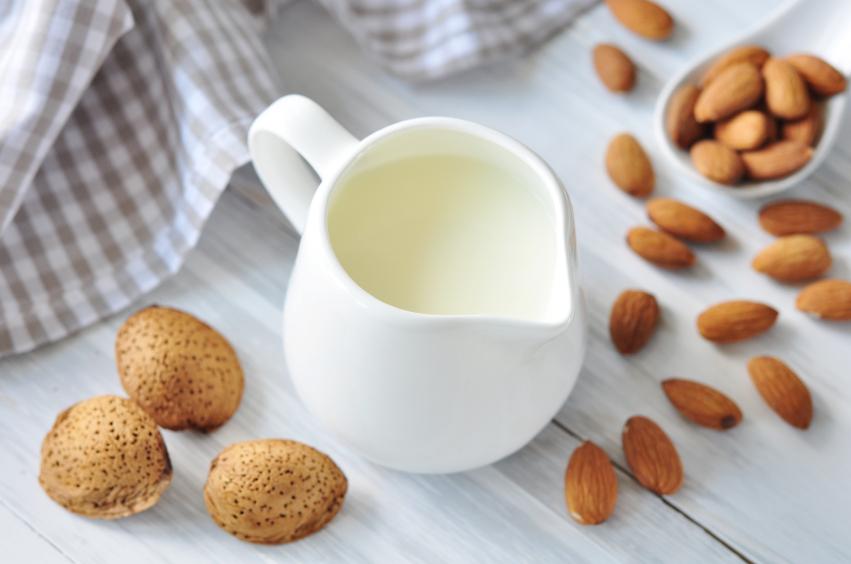 Mleko migdałowe. Fot. Istockphoto.com