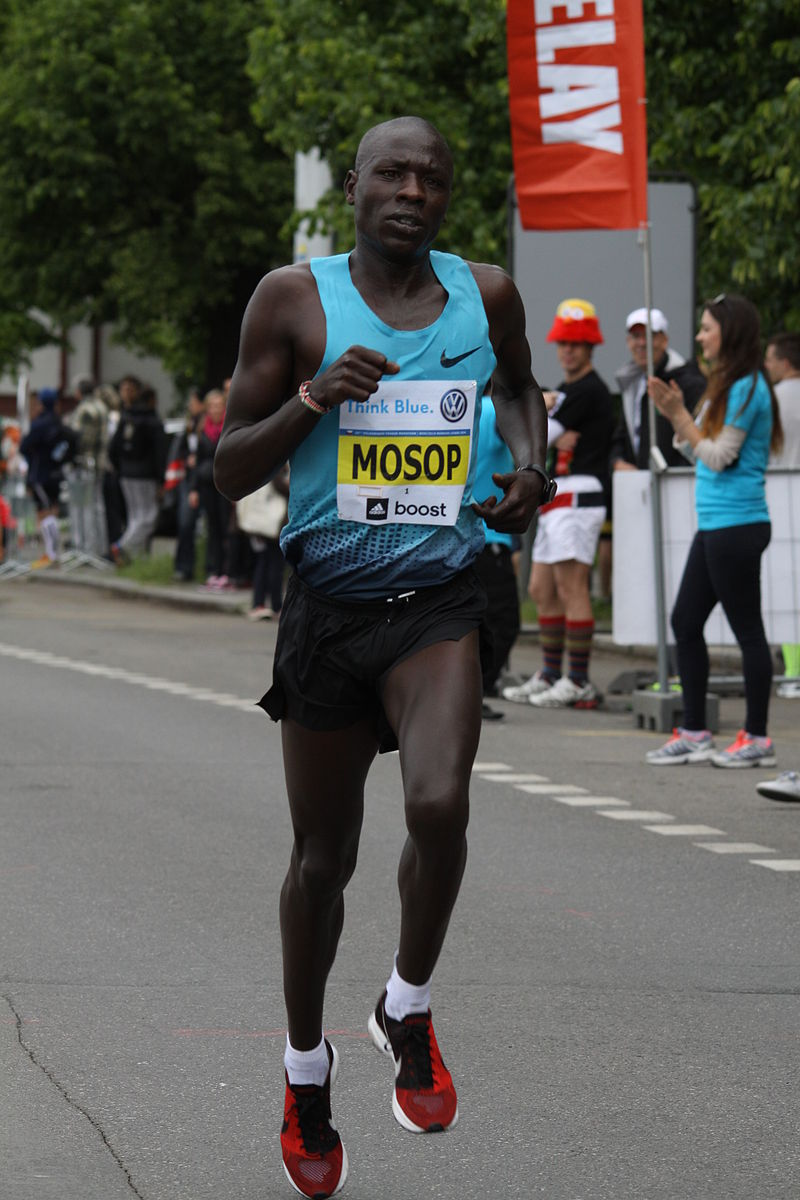 Moses Mosop Prague_International_Marathon_in_2014_(114)