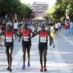 Kenijczycy przed maratonem na mistrzostwach świata w lekkoatletyce w Pekinie 2015. Fot. PAP