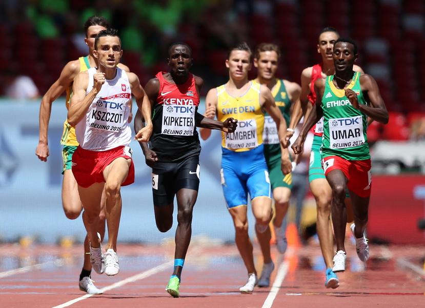 Adam Kszczot podczas półfinału biegu na 800 m w lekkoatletycznych mistrzostwach świata w Pekinie 2015. Fot. Getty Images